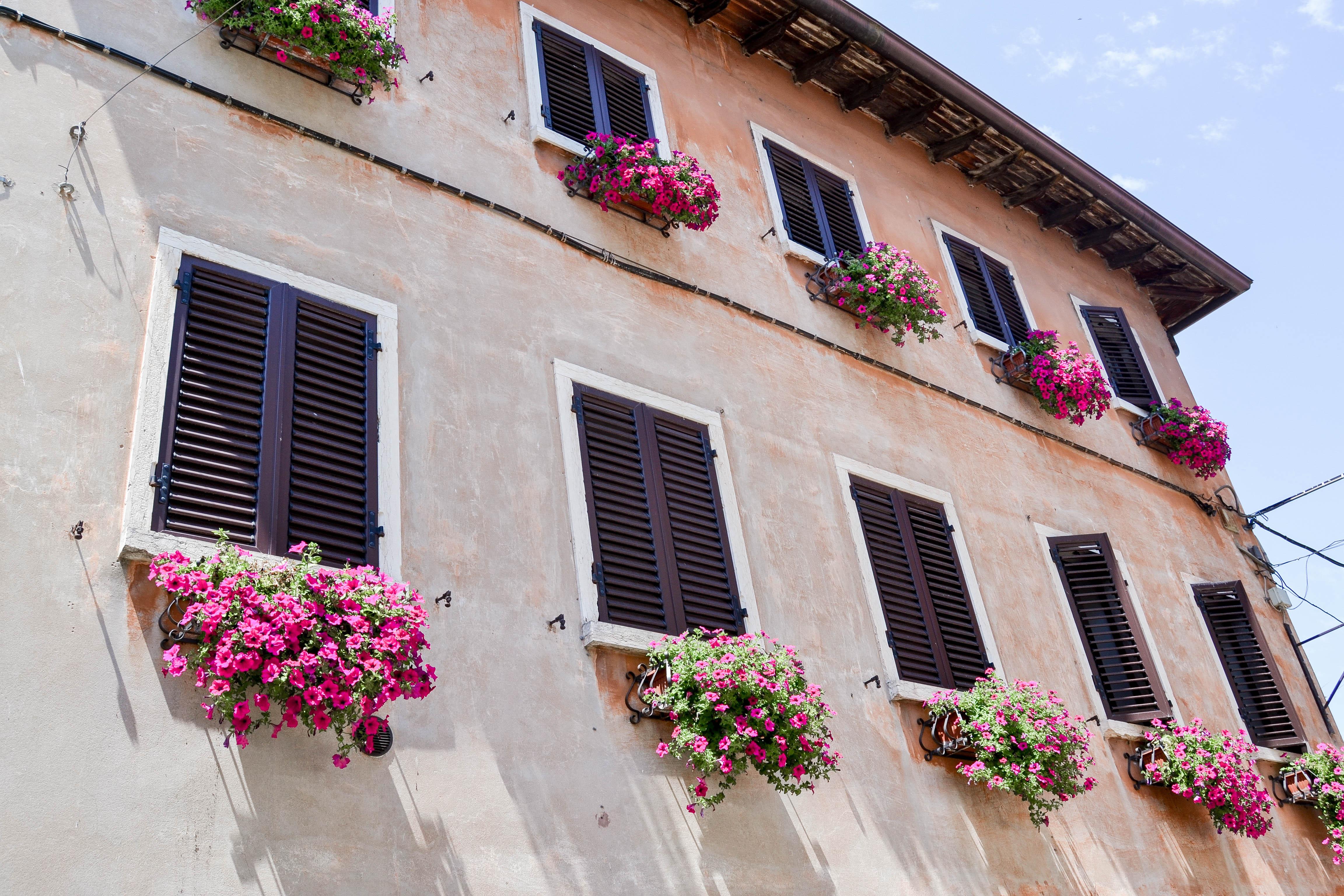 visiting Lacise in the South of Lake Garda, im Süden des Gardasees, Mediterranean flair, mediterrane Häuser