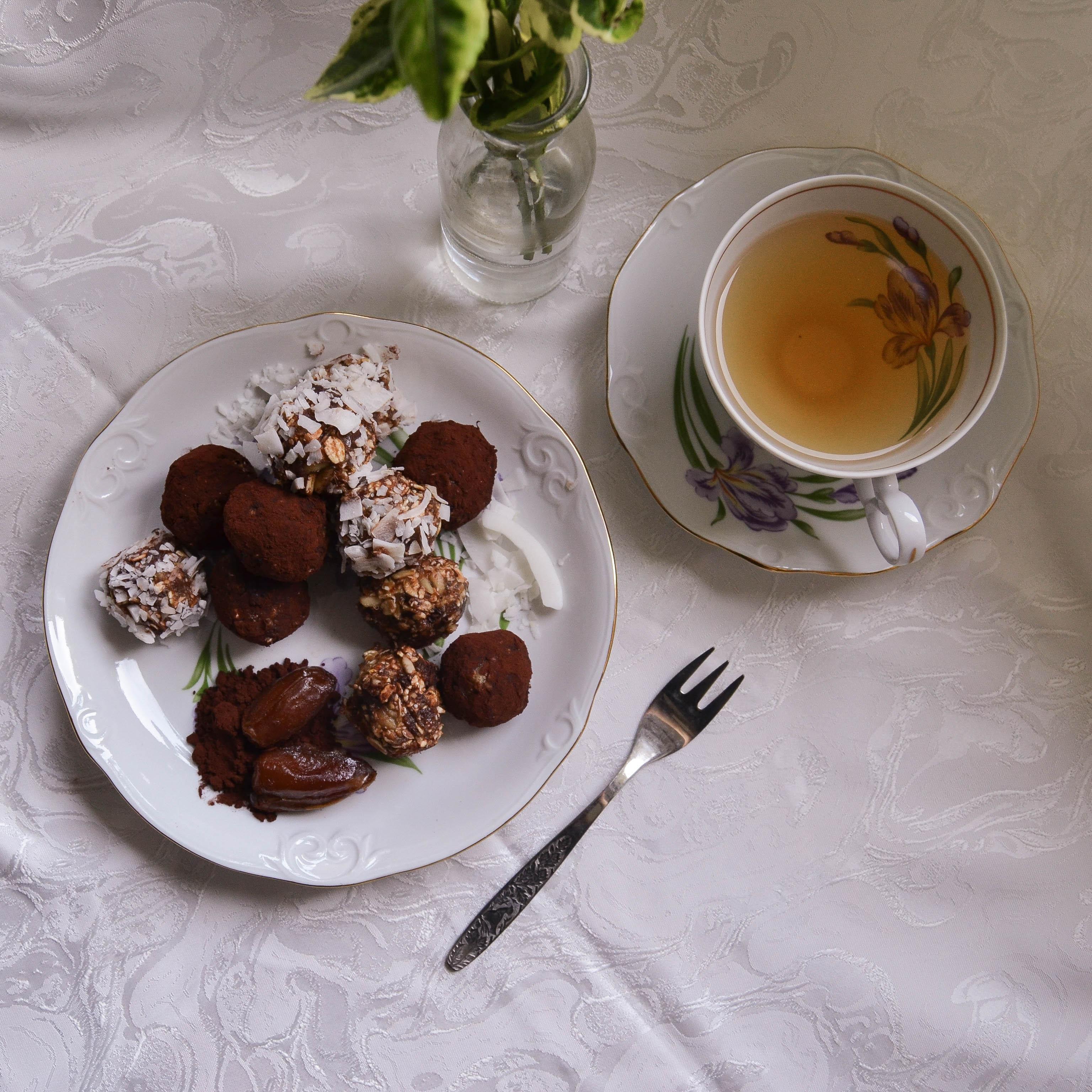 energy balls chocolate Schokolade Kokosflocken coconut flakes dates Datteln