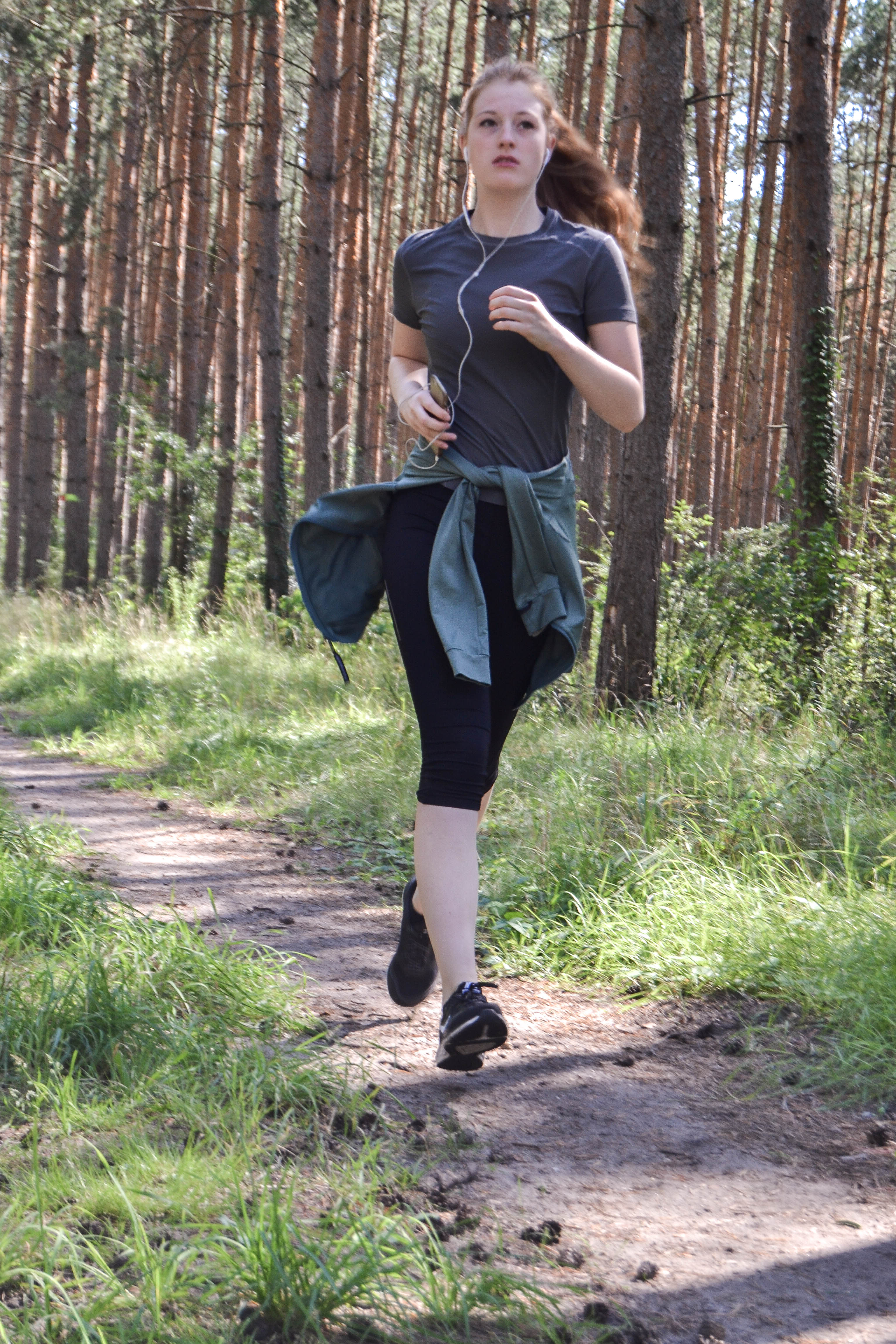 Sport, Training, Jogging in the forest - im Wald